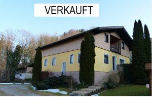 FÜR RUHESUCHENDE! GEPFLEGTES 2-FAM.-HAUS mit ca. 3.000 m² Grund Nähe BURGHAUSEN (Österreich)
