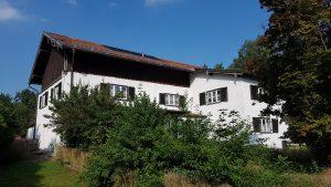 Zentrale Lage in Reischach! Altes renov.-bedürft. WOHNHAUS mit 3.700 m² Grund