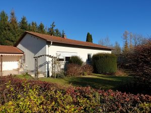 SEHR RUHIGE LAGE- Waldrand! BUNGALOW in GARCHING a. d. Alz